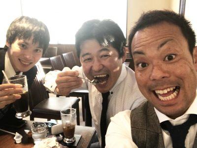 打ち上げ中の3人。やりきった笑顔です。左:三井住友海上・弊社担当の営業さん 中:森 右:佐久間